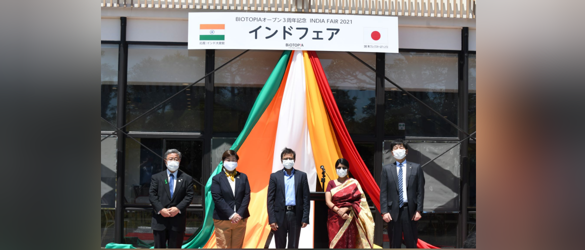 """Ambassador with Mayor of Oi town and other dignitaries during welcoming ceremony of the """"India Fair"""" at BIOTOPIA Mebyo Valley, Oi Town, Kanagawa Prefecture, Japan."""